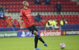 RENNES, FRANCE - NOVEMBER 24: Steven Nzonzi of Stade Rennais during the UEFA Champions League Group E stage match between Stade Rennais and Chelsea FC at Roazhon Park stadium on November 24, 2020 in Rennes, France. (Photo by John Berry/Getty Images)