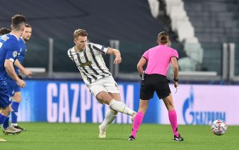 Juventus' Matthijs De Ligt (R) in action during the Uefa Champions League soccer match Juventus FC vs FK Dynamo Kyiv at the Allianz Stadium in Turin, Italy, 2 December 2020 ANSA/ALESSANDRO DI MARCO