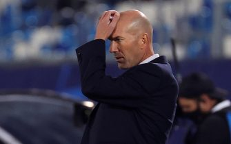 epa08762795 Real Madrid's head coach Zinedine Zidane reacts during the UEFA Champions League group B soccer match between Real Madrid and Shakhtar Donetsk at Alfredo Di Stefano stadium in Madrid, Spain, 21 October 2020.  EPA/JUANJO MARTIN