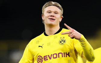 epa08840044 Erling Haaland of Borussia Dortmund celebrates after scoring their sides third goal during the UEFA Champions League Group F stage match between Borussia Dortmund and Club Brugge KV at Signal Iduna Park in Dortmund, Germany,24 November 2020.  EPA/LARS BARON / POOL