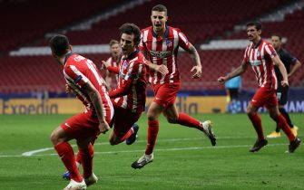 epa08779253 Atletico Madrid's Joao Felix (2-L) celebrates with his teammates after scoring the 3-2 goal during the UEFA Champions League Group A soccer match between Atletico Madrid and RB Salzburg at Wanda Metropolitano stadium in Madrid, central Spain, 27 october 2020.  EPA/JUANJO MARTIN
