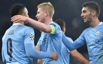 epa08796966 Manchester City's Gabriel Jesus (L) celebrates with Kevin De Bruyne (C) and Ferran Torres (R) after scoring the 2-0 goal during the UEFA Champions League group C soccer match between Manchester City and Olympiacos Piraeus in Manchester, Britain, 03 November 2020.  EPA/Peter Powell