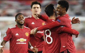 epa08781963 Marcus Rashford (R) of Manchester United celebrates with teammate Bruno Fernandes after scoring the 3-0 during the UEFA Champions League group H match Manchester United vs RB Leipzig in Manchester, Britain 28 October 2020.  EPA/Peter Powell