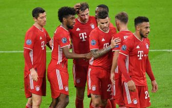 Collective goal celebration around Leon GORETZKA (FC Bayern Munich, 3rd from left) after goal to 2-0 with from left: Robert LEWANDOWSKI (FC Bayern Munich), Kingsley COMAN (FC Bayern Munich), David ALABA (FC Bayern Munich) , Lucas HERNANDEZ (FC Bayern Munich), Joshua KIMMICH (FC Bayern Munich), Corentin TOLISSO (FC Bayern Munich)., Jubilation, joy, enthusiasm ,. Action. FC Bayern Munich - Atletico Madrid 4: 0 Soccer Champions League, Group A, group stage, 1st matchday, on October 21, 2020 ALLIANZAREN A. DFL REGULATIONS PROHIBIT ANY USE OF PHOTOGRAPHS AS IMAGE SEQUENCES AND / OR QUASI-VIDEO. | usage worldwide