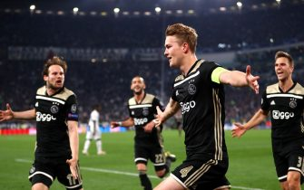TURIN, ITALY - APRIL 16: Matthijs de Ligt of Ajax celebrates after scoring his team's second goal during the UEFA Champions League Quarter Final second leg match between Juventus and Ajax at Allianz Stadium on April 16, 2019 in Turin, Italy. (Photo by Michael Steele/Getty Images)