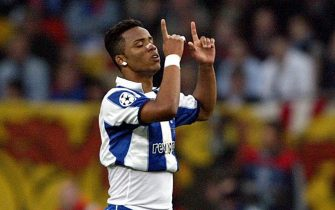 epa00199513 Carlos Alberto of FC Porto celebrates after scoring his team's first goal against AS Monaco during the Champions League soccer final match at the Arena AufSchalke in Gelsenkirchen, Germany, Wednesday 26 May 2004. Porto defeated Monaco 3-0 to win the Champions Cup trophy for the second time after 1987.  EPA/ROLAND WEIHRAUCH