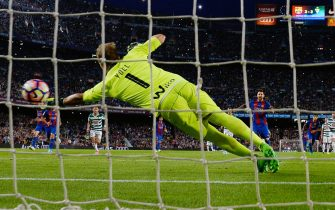 Barcelona's Argentinian forward Lionel Messi scores a penalty during the Spanish league football match FC Barcelona vs SD Eibar at the Camp Nou stadium in Barcelona on May 21, 2017. / AFP PHOTO / LLUIS GENE        (Photo credit should read LLUIS GENE/AFP via Getty Images)