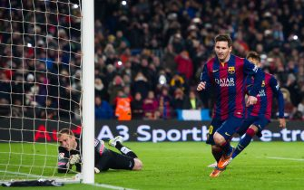 BARCELONA, SPAIN - JANUARY 21:  Lionel Messi celebrates after scoring his team's first goal during the Copa del Rey Quarter-Final First Leg match between FC Barcelona and Club Atletico de Madrid at Camp Nou on January 21, 2015 in Barcelona, Spain. (Photo by Alex Caparros/Getty Images)