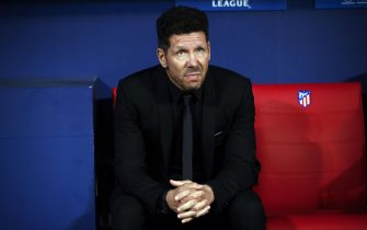 epa06300513 Atletico Madrid's Argentinian head coach Diego Simeone sits on the bench before their UEFA Champions League group C soccer match against Qarabag played at Wanda Metropolitano stadium, in Madrid, Spain, 31 October 2017.  EPA/JuanJo Martin