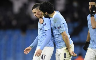 epa09119453 Phil Foden (L) of Manchester City celebrates with teammate Ilkay Gundogan after scoring the 2-1 lead during the UEFA Champions League quarterfinal, 1st leg soccer match between Manchester City and Borussia Dortmund in Manchester, Britain, 06 April 2021.  EPA/PETER POWELL