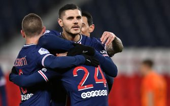 PARIS, FRANCE - JANUARY 22: Mauro Icardi of Paris Saint-Germain is congratulated by teammates Angel Di Maria, Marco Verratti and Alessandro Florenzi after scoring during the Ligue 1 match between Paris Saint-Germain and Montpellier HSC at Parc des Princes on January 22, 2021 in Paris, France. (Photo by Aurelien Meunier - PSG/PSG via Getty Images)