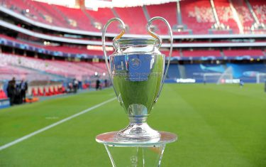 epa08620249 The Champions League trophy is on display prior the UEFA Champions League final between Paris Saint-Germain and Bayern Munich in Lisbon, Portugal, 23 August 2020.  EPA/Miguel A. Lopes / POOL