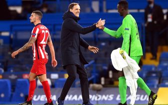 epa09080843 Chelsea's manager Thomas Tuchel (C) celebrates with goalkeeper Edouard Mendy (R) after winning the UEFA Champions League round of 16, second leg soccer match between Chelsea FC and Atletico Madrid in London, Britain, 17 March 2021. Chelsea won 3-0 on aggregate.  EPA/NEIL HALL