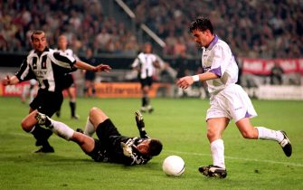 Predrag Mijatovic of Real Madrid (r) rounds Juventus goakeeper Angelo Peruzzi (c) to score the winning goal  (Photo by Neal Simpson/EMPICS via Getty Images)