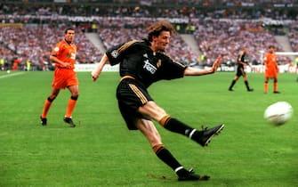 Real Madrid's Steve McManaman crosses the ball  (Photo by Tony Marshall/EMPICS via Getty Images)