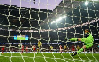 LONDON, ENGLAND - MAY 25:  Ilkay Gundogan of Borussia Dortmund scores a goal from the penalty spot past Manuel Neuer of Bayern Muenchen during the UEFA Champions League final match between Borussia Dortmund and FC Bayern Muenchen at Wembley Stadium on May 25, 2013 in London, United Kingdom.  (Photo by Laurence Griffiths/Getty Images)