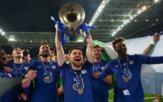 PORTO, PORTUGAL - MAY 29: Jorginho of Chelsea celebrates with the Champions League Trophy following their team's victory during the UEFA Champions League Final between Manchester City and Chelsea FC at Estadio do Dragao on May 29, 2021 in Porto, Portugal. (Photo by Chris Lee - Chelsea FC/Chelsea FC via Getty Images)