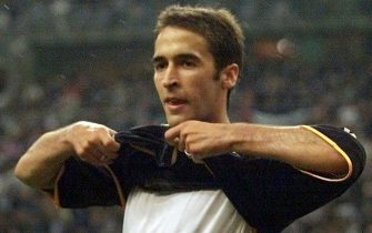 SDF16 - 20000524 - SAINT-DENIS, SEINE-SAINT-DENIS, FRANCE : Spanish forward of Real Madrid Raul Gonzales celebrates after scoring Real Madrid's third goal 24 May 2000, during the Champion's League final, Real Madrid vs Valencia at the Stade of France in Saint-Denis, north of Paris. Real Madrid won 3-0. (ELECTRONIC IMAGE)  EPA PHOTO AFP/JACQUES DEMARTHON/eba-fxm-lc/lk