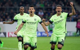 epa04958108 Manchester City striker Sergio Aguero (C) celebrates with teammate Martin Demichelis after scoring the 2-1 lead during the UEFA Champions League match between Borussia Moenchengladbach and Manchester City in Moenchengladbach, Germany, 30 September 2015.  EPA/Marius Becker