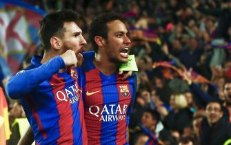 epa05837560 Barcelona's Lionel Messi (L) and Neymar (R) celebrate winning the UEFA Champions League second leg round of 16 match between FC Barcelona and Paris Saint-Germain (PSG) at Camp Nou stadium in Barcelona, Catalonia, Spain, 08 March 2017.  EPA/QUIQUE GARCIA