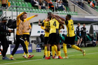 BUDAPEST, HUNGARY - AUGUST 24: Christian Fassnacht of BSC Young Boys celebrates his goal with teammates during the UEFA Champions League Play-Offs Leg Two match between Ferencvarosi TC and BSC Young Boys at Ferencvaros Stadium on August 24, 2021 in Budapest, Hungary. (Photo by Laszlo Szirtesi/Getty Images)