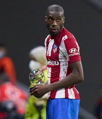 MADRID, SPAIN - SEPTEMBER 15: Geoffrey Kondogbia of Atletico Madrid poses with the MVP trophy after the UEFA Champions League group B match between Atletico Madrid and FC Porto at Wanda Metropolitano on September 15, 2021 in Madrid, Spain. (Photo by Diego Souto/Quality Sport Images/Getty Images)
