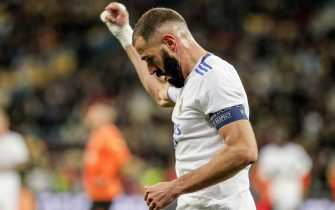 epa09532992 Real's Karim Benzema reacts after Shakhtar scored the 1-0 own goal during the UEFA Champions League group D soccer match between Shakhtar Donetsk and Real Madrid in Kiev, Ukraine, 19 October 2021.  EPA/SERGEY DOLZHENKO
