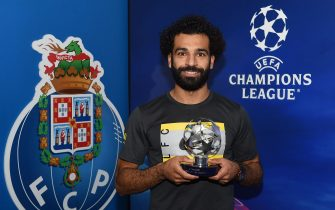 PORTO, PORTUGAL - SEPTEMBER 28: (THE SUN OUT, THE SUN ON SUNDAY OUT) Mohamed Salah of Liverpool with the Champions League Man of the Match award after the UEFA Champions League group B match between FC Porto and Liverpool FC at Estadio do Dragao on September 28, 2021 in Porto, Portugal. (Photo by John Powell/Liverpool FC via Getty Images)