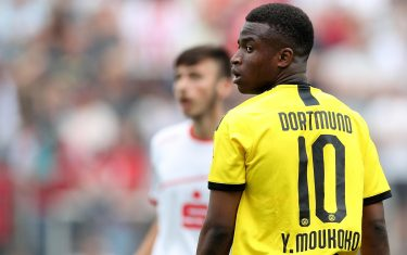 epa08338667 (FILE) Borussia Dortmund's Youssoufa Moukoko in action during the U17 German Championship final soccer match between Borussia Dortmund and 1. FC Cologne in Dortmund, Germany, 16 June 2019 (re-issued 02 April 2020). The 15-year-old Moukoko, who turns 16 in November, will be eligible to make his debut in the German Bundesliga after the German Football League 'DFL' assembly approved the request to change the minimum age to 16.  EPA/FRIEDEMANN VOGEL *** Local Caption *** 55276237