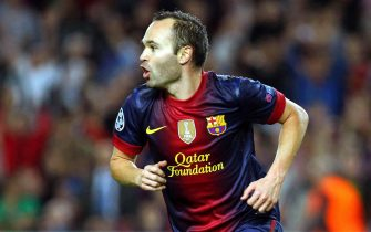 epa03444138 FC Barcelona's midfielder Andres Iniesta celebrates after scoring the 1-1 equalizer against Celtic Glasgow during the UEFA Champions League group G soccer match at Camp Nou in Barcelona, northeastern Spain, 23 October 2012.  EPA/TONI ALBIR
