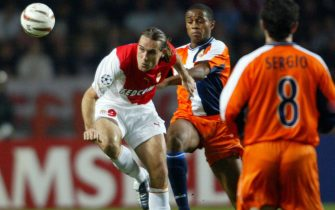 FC Monaco's player Prso Dado (L) fights for the ball with Real Club Deportivo la Coruna player  Nourredine Naybet during their soccer Champions league match in Charle II Stadium at  Monaco Tuesday 5 November 2003.  EPA/HOSLET OLIVIER
