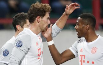 epa08778417 Bayern's Leon Goretzka (C) celebrates with teammates after scoring the 0-1 goal during the UEFA Champions League group A match between Lokomotiv Moscow and Bayern Munich in Moscow, Russia, 27 October 2020.  EPA/Maxim Shemetov / POOL