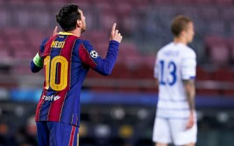 BARCELONA, SPAIN - NOVEMBER 04: Lionel Messi of FC Barcelona celebrates after scoring his team's first goal during the UEFA Champions League Group G stage match between FC Barcelona and Dynamo Kyiv at Camp Nou on November 04, 2020 in Barcelona, Spain. (Photo by Pedro Salado/Quality Sport Images/Getty Images)