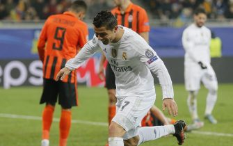 epa05041909 Cristiano Ronaldo of Real reacts after scoring a goal during the UEFA Champions League group stage group A soccer match between Shakhtar Donetsk and Real Madrid at the Arena Lviv stadium in Lviv, Ukraine, 25 November 2015.  EPA/SERGEY DOLZHENKO