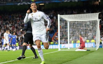 epa04656760 Real Madrid's Cristiano Ronaldo celebrates a goal against Schalke during the UEFA Champions League Round of 16 second leg soccer match at Santiago Bernabeu Stadium in Madrid, Spain, 10 March 2015.  EPA/INA FASSBENDER