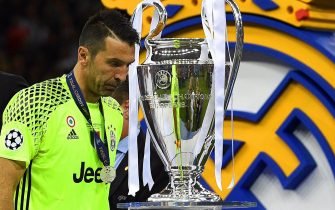 epa06008964 Juventus' goalkeeper Gianluigi Buffon walks past the trophy after the UEFA Champions League final between Juventus FC and Real Madrid at the National Stadium of Wales in Cardiff, Britain, 03 June 2017. Real Madrid won 4-1. EPA/FACUNDO ARRIZABALAGA