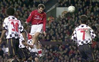 UK OUT/NO MAGS/NO SALES/NO ARCHIVES/NO INTERNET MNC04 - 20011205 - MANCHESTER, UNITED KINGDOM : Manchester United's French centre-back Laurent Blanc leaps above Boavista defenders to score during the UEFA Champions League match on Wednesday, 04 December 2001.  EPA PHOTO PRESS ASSOCIATION/PHIL NOBLE