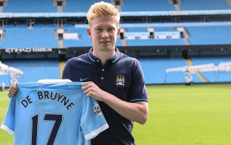 Manchester City New Signing Kevin De Bruyne, Manchester City's new signing Kevin De Bruyne poses with his new number seventeen shirt   (Photo by Sharon Latham/Manchester City FC via Getty Images)