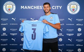 MANCHESTER, ENGLAND - SEPTEMBER 29: Manchester City unveil new signing Rúben Dias at the Etihad Stadium on September 29, 2020 in Manchester, England. (Photo by Matt McNulty - Manchester City/Manchester City FC via Getty Images)