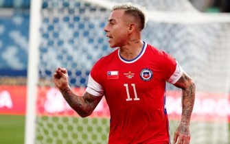 epa09292236 Chile's Eduardo Vargas celebrates after scoring against Uruguay, during the group A soccer match of the Copa America 2021 between Uruguay and Chile, at the Arena Pantanal Stadium in Cuiaba, Brazil, 21 June 2021.  EPA/Sebastiao Moreira