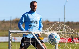 epa09237695 A handout photo made available by the Uruguayan Football Association (AUF) shows  Uruguayan soccer player Diego Godin during a training session on the outskirts of Montevideo, Uruguay, 30 May 2021.  EPA/AUF HANDOUT ONLY AVAILABLE TO ILLUSTRATE THE ACCOMPANYING NEWS (MANDATORY CREDIT ) HANDOUT EDITORIAL USE ONLY/NO SALES