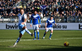 Lazio's Italian forward Ciro Immobile shoot and scores a penalty kick during the Italian Serie A football match between Brescia and Lazio on January 5, 2020 at the Mario-Rigamonti stadium in Brescia. (Photo by MIGUEL MEDINA / AFP) (Photo by MIGUEL MEDINA/AFP via Getty Images)