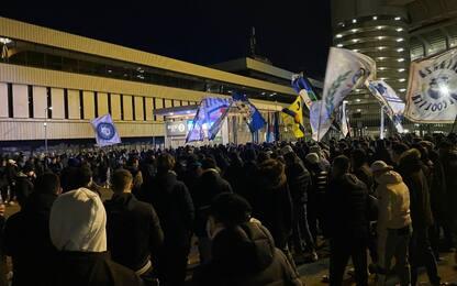 Tifosi caricano l'Inter, in 1500 fuori dal Meazza