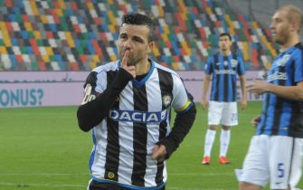 UDINE, ITALY - DECEMBER 02:  Antonio Di Natale   of Udinese celebrates after scoring his opening goal during the TIM Cup match between Udinese Calcio and Atalanta BC at Stadio Friuli on December 2, 2015 in Udine, Italy.  (Photo by Dino Panato/Getty Images)