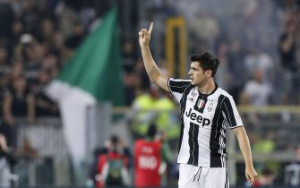Juventus' Alvaro Morata jubilates after scoring the goal during the Italy Cup final soccer match AC Milan vs Juventus FC at Olimpico stadium in Rome, Italy, 21 May 2016. 