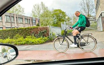 Robben campione semplice: vince e torna in bici