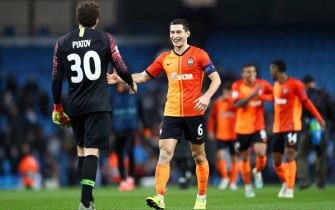 MANCHESTER, ENGLAND - NOVEMBER 26: Taras Stepanenko of Shakhtar Donetsk celebrates with teammate Andriy Pyatov at full-time after the UEFA Champions League group C match between Manchester City and Shakhtar Donetsk at Etihad Stadium on November 26, 2019 in Manchester, United Kingdom. (Photo by Michael Steele/Getty Images)