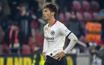MAINZ, GERMANY - DECEMBER 02: Lucas Torro of Eintracht Frankfurt looks dejected during the Bundesliga match between 1. FSV Mainz 05 and Eintracht Frankfurt at Opel Arena on December 2, 2019 in Mainz, Germany. (Photo by TF-Images/Getty Images)