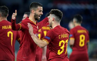 ROME, ITALY - FEBRUARY 20: Carles Perez of AS Roma celebrates after scoring his goal with his team mates Lorenzo Pellegrini .during the UEFA Europa League Round of 32 first leg match between AS Roma and KAA Gent at Stadio Olimpico on February 20, 2020 in Rome, Italy. (Photo by MB Media/Getty Images)