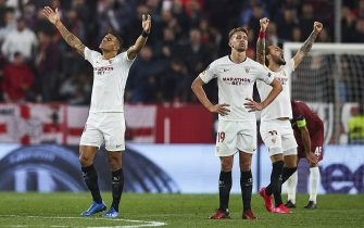 SEVILLE, SPAIN - FEBRUARY 27: Diego Carlos, Luuk de Jong and Nemanja Gudelj of Sevilla FC celebrate during the UEFA Europa League round of 32 second leg match between Sevilla FC and CFR Cluj at Estadio Ramon Sanchez Pizjuan on February 27, 2020 in Seville, Spain. (Photo by Fran Santiago/Getty Images)
